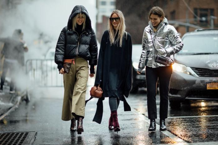 doudoune courte, pantalon kaki ample, long gilet noir, doudoune couleur métallique lumineuse