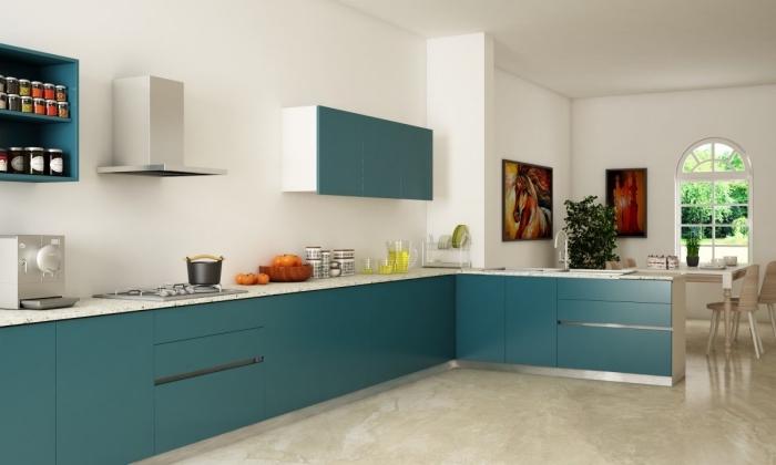 modèle de cuisine spacieuse, exemple de cuisine ouverte blanche avec meubles en couleur vert, idée cuisine en L