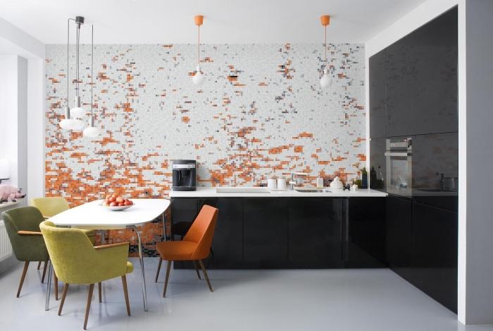 décoration murale dans une cuisine blanc et noir avec papier peint résistant à design pixel art, déco avec couleurs