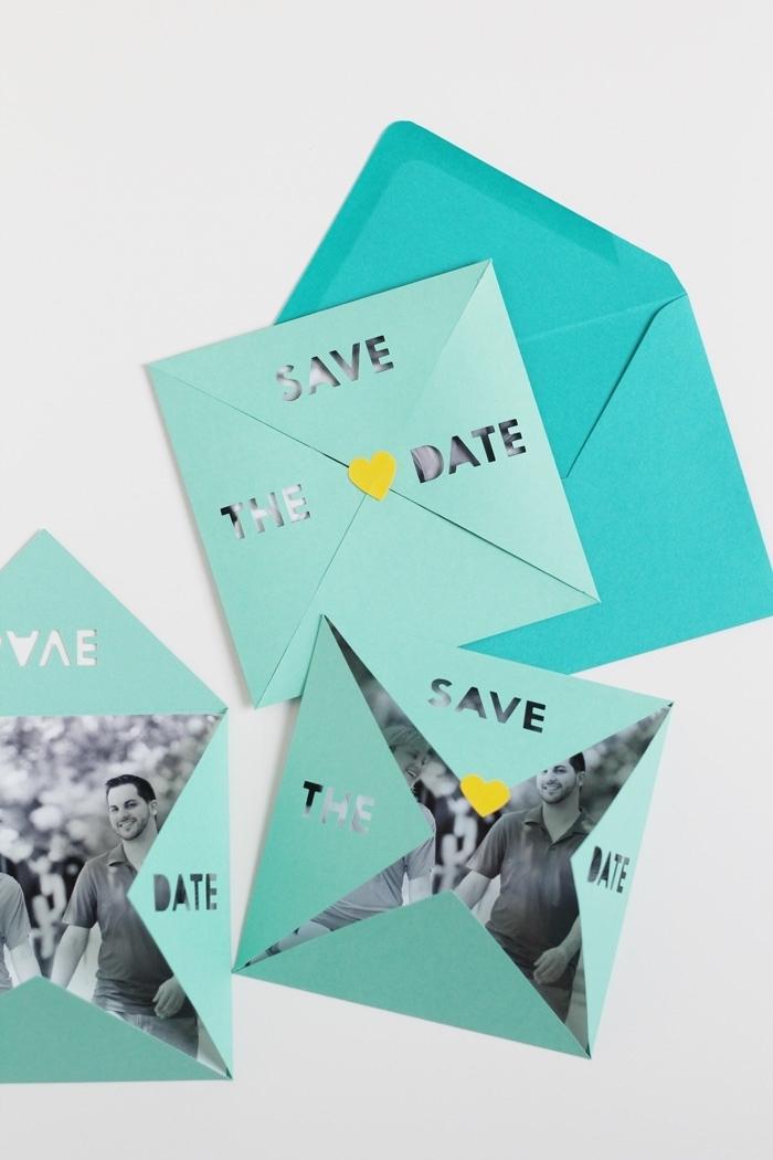 faire-part de mariage en forme de pochette origami avec découpes au laser, fermée avec un sticker coeur, fabriquer une enveloppe originale pour un faire-part de mariage