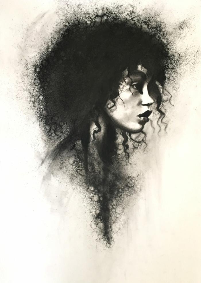 Magnifique dessin au fusain de femme africaine avec cheveux crépus longs, belle femme en dessin noir et blanc