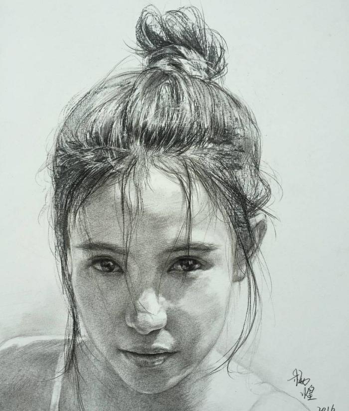 Dessins fusain et crayon de couleur mine grasse, expression de sentiment, portrait de fille avec cheveux a chignon haute coiffée décoiffée