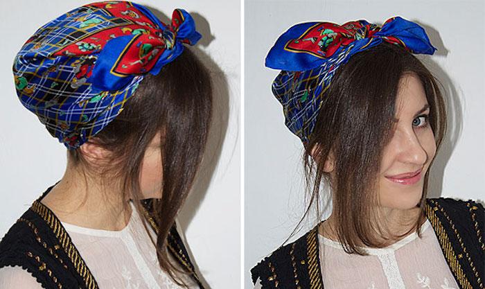 foulard bleu et rouge type hermes attaché sur la tete pour couvrir ses cheveux avec un bandana