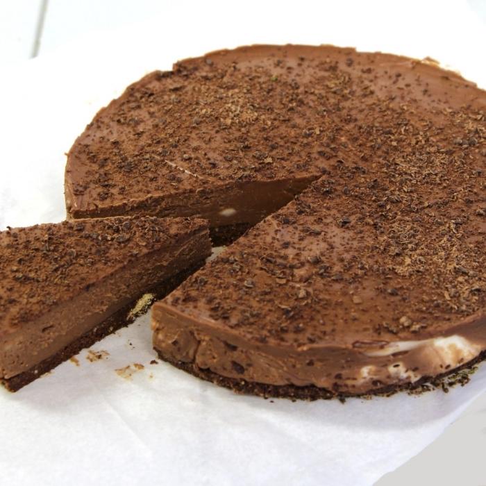 un cheesecake américain au chocolat sans gélatine avec une base de digestive biscuits, cheesecake double chocolat