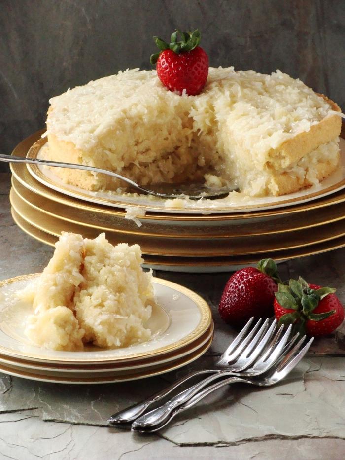 idée pour un gâteau moelleux à la noix de coco sans oeufs ni lactose préparé avec de la margarine vegan, recette de gateau sans oeuf ultra moelleux et léger