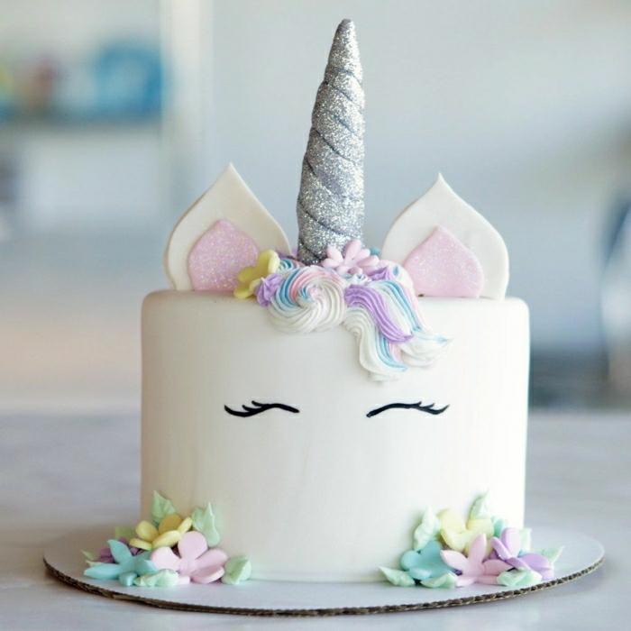 Gateau anniversaire 1 an, idée gateau anniversaire simple et beau inspiration licorne gateau trop mignon