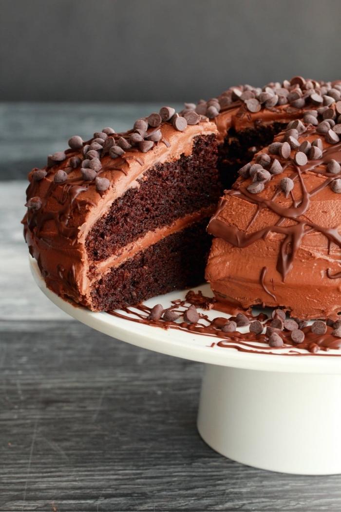 recette de gateau vegan chocolat, lait de soja, farine et vanille, avec sa ganache au chocolat en version vegan