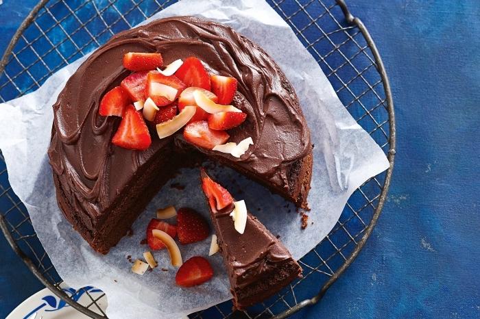 gâteau fondant au chocolat et son ganache vegan, recette de gateau sans lactose et sans oeufs saveur noix de coco