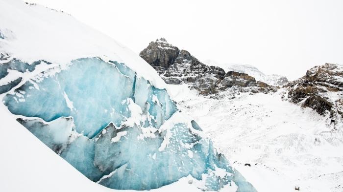 magnifique fond ecran pc, wallpaper gratuit pour fond d'écran hiver, paysage photo avec glace et neige dans les montagnes