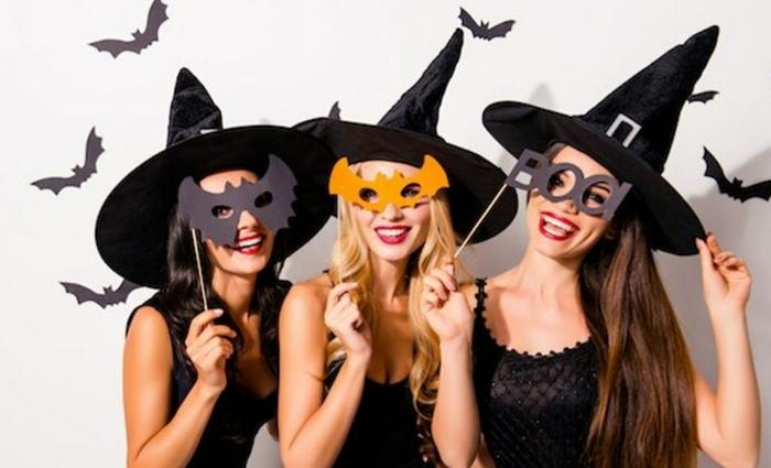 Déguisement sorcière, fête de Halloween avec amies, s'habiller comme des sorcières, opter pour une chapeau pointue et une petite robe noire