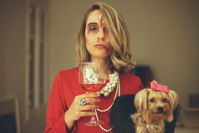 Thème déguisement soiree a theme, femme de la haute societe, organiser un evenement thematique, zombie maquillage