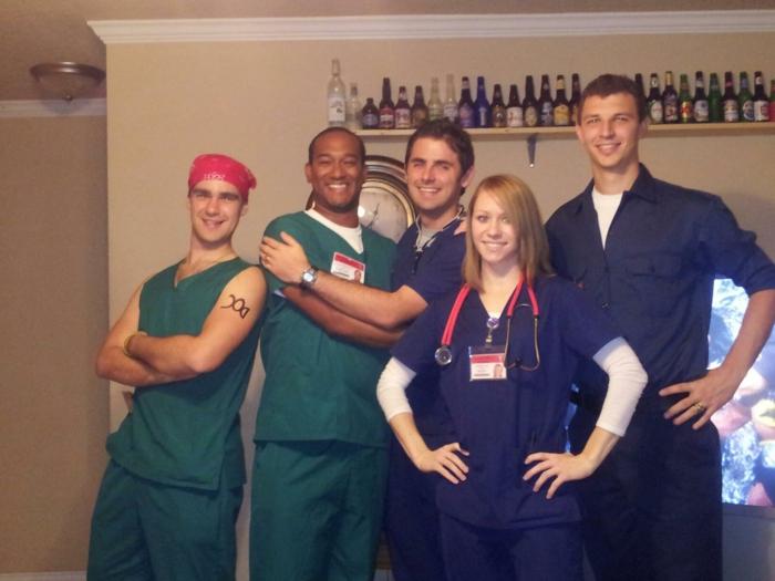Thème de soirée original, soirée déguisée avec amis invités, le choix du theme série télé de chirurgiens