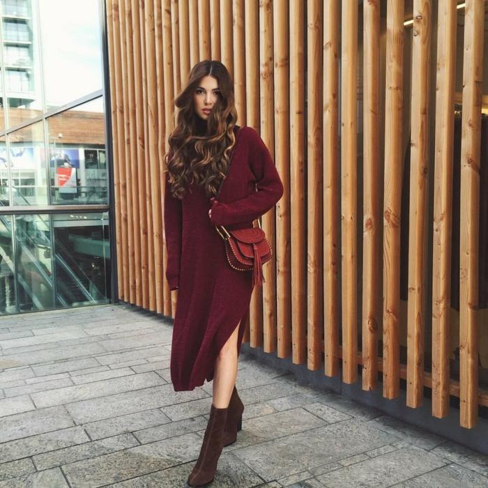Tenue boheme chic, belle femme qui porte robe à grande taille, robe longue fendue pour l'hiver, comment accessoiriser et adopter une tenue boheme