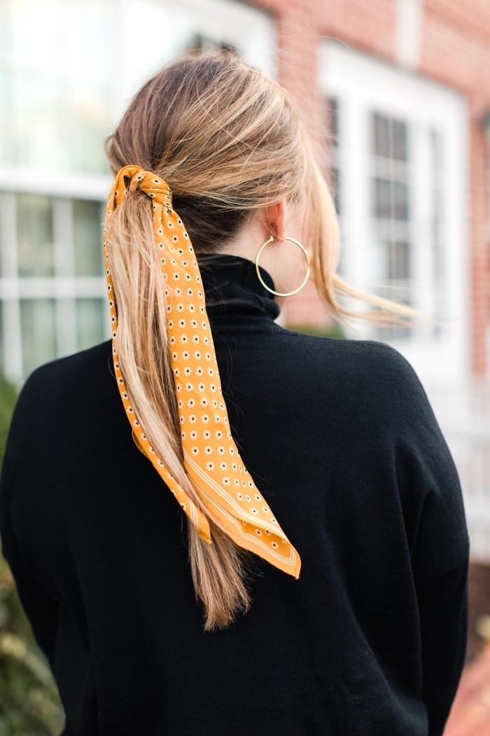 idée comment nouer un foulard sur la tête, coiffure facile aux cheveux attachés avec accessoire tête original