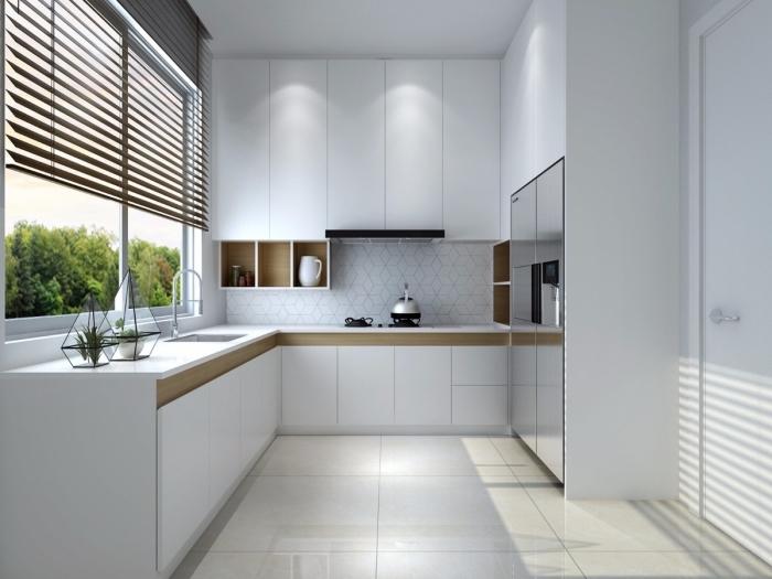 modèle de cuisine moderne blanche, exemple agencement cuisine en L avec grande fenêtre, idée meuble sans poignées