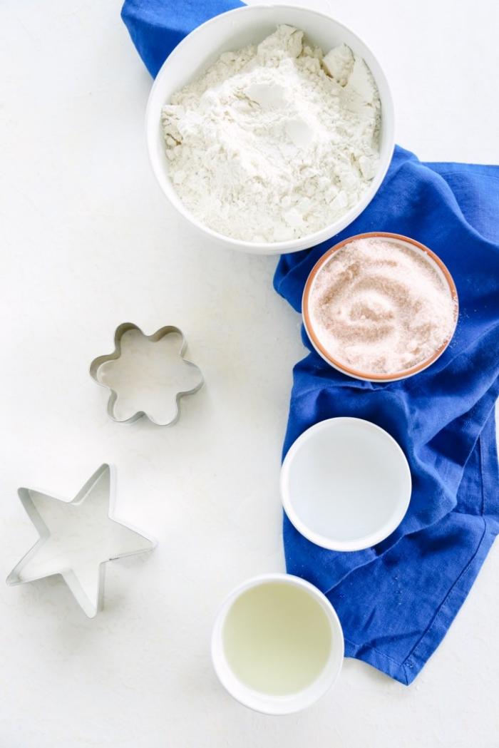 recette pâte à modeler naturelle, très facile et économique à prépare, à base de farine, sel et huile d'avocat
