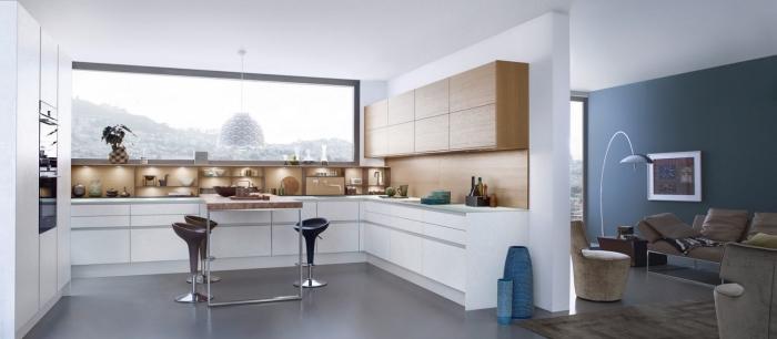 exemple de cuisine en u moderne avec large fenêtre et espace libre, idée éclairage sous meuble dans une cuisine contemporaine
