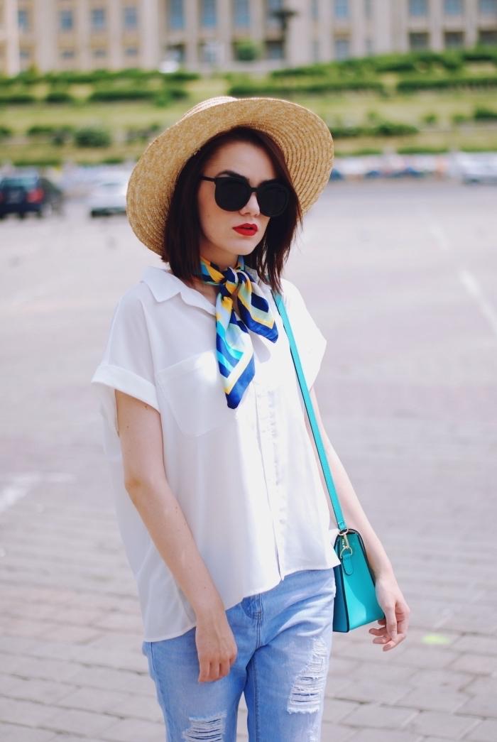 modèle de capeline en paille tendance femme, exemple comment attacher un foulard autour du cou, porter une chemise blanche avec foulard