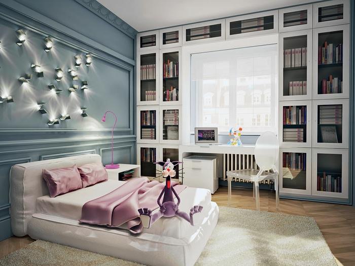 chambre enfant de luxe, grand lit, bibliothèque et bureau, plusieurs appliques industrielles, lampe de table rose