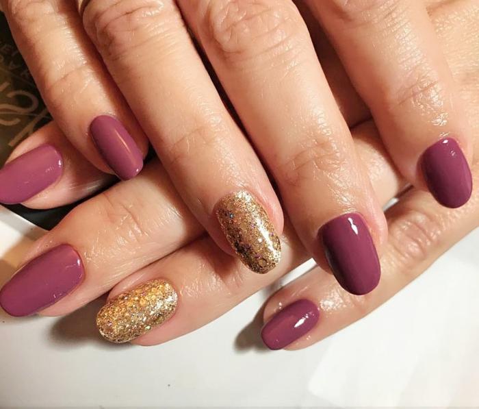 quelle manucure pour ongles ovales, ongle design doré, ongles mi-longs forme arrondie