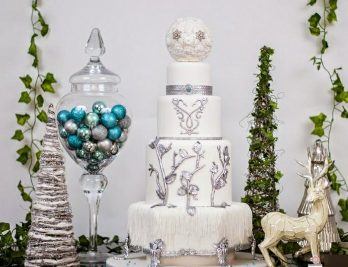 Gateau anniversaire fille, le plus beau gâteau du monde, image de gâteau, blanche gateau joliment decoree avec detailes au chocolat argente