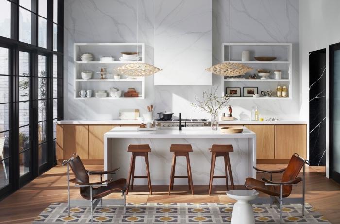 quelle credence cuisine choisir, exemple de cuisine accueillante aux murs design marbre avec meubles en bois
