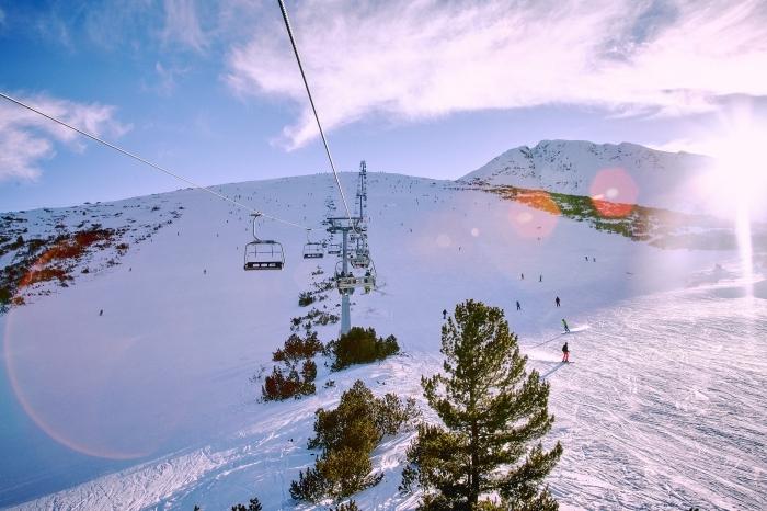 photo téléphérique dans les montagnes enneigées, exemple fond d écran gratuit pour ordinateur sur le thème hiver