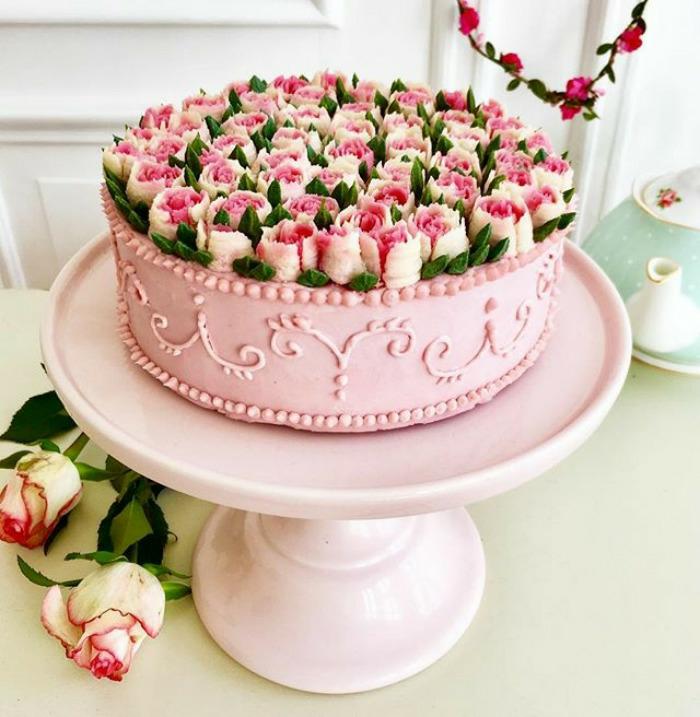 Le plus beau gâteau du monde, gateau d anniversaire adulte image, boite de roses en pate a sucre