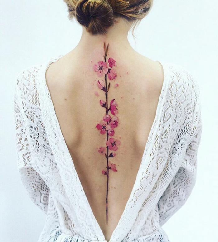 Tatouage soeur, tatouage poignet femme, tatouage en commun idées originales, ligne de dos avec fleurs