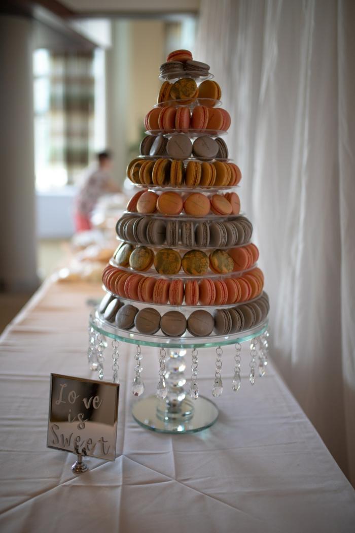 Gateau d anniversaire adulte, idée gateau anniversaire photo pour s inspirer, pièce montée de macarons