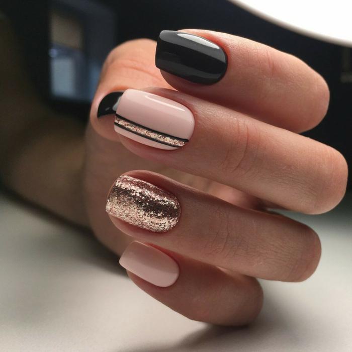 manucure en rose et noir, vernis pailleté couleur cuivre, forme carré arrondi, ongles mi-longs