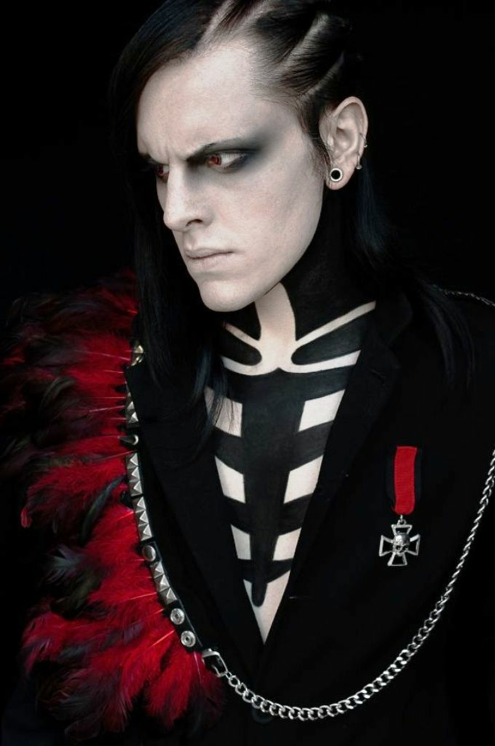 maquillage homme et peinture sur corps squelette, croix symbolique, plumes burgudy