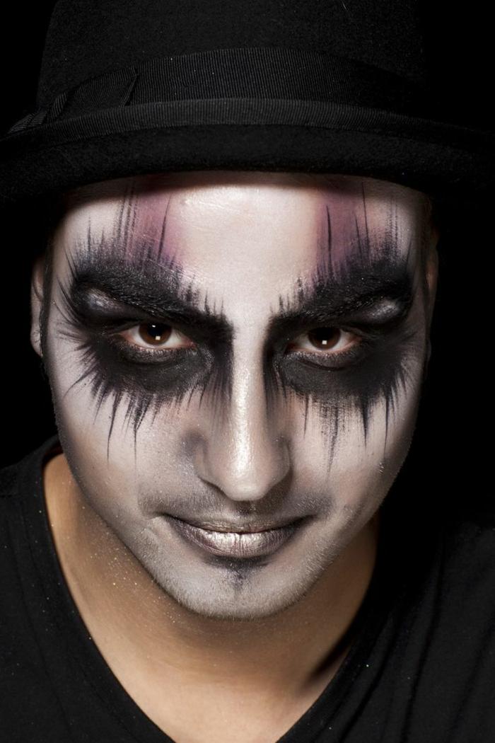 maquillage halloween garçon, vampire aux yeux noirs, lèvres peintes en couleur perlée