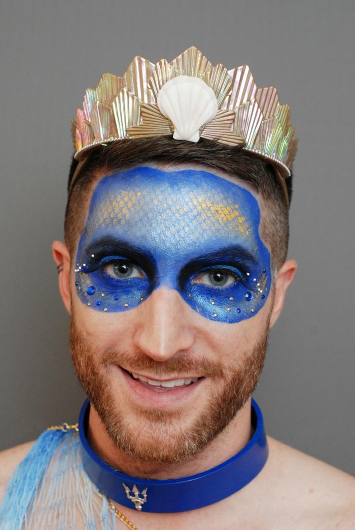 peinture sur visage, diadème, masque de visage peinte avec aérosol bleu, collier ras du cou