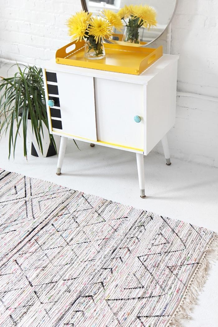 idée comment décorer une chambre avec tapis personnalisé, modèle de tapis moquette décoré avec franges
