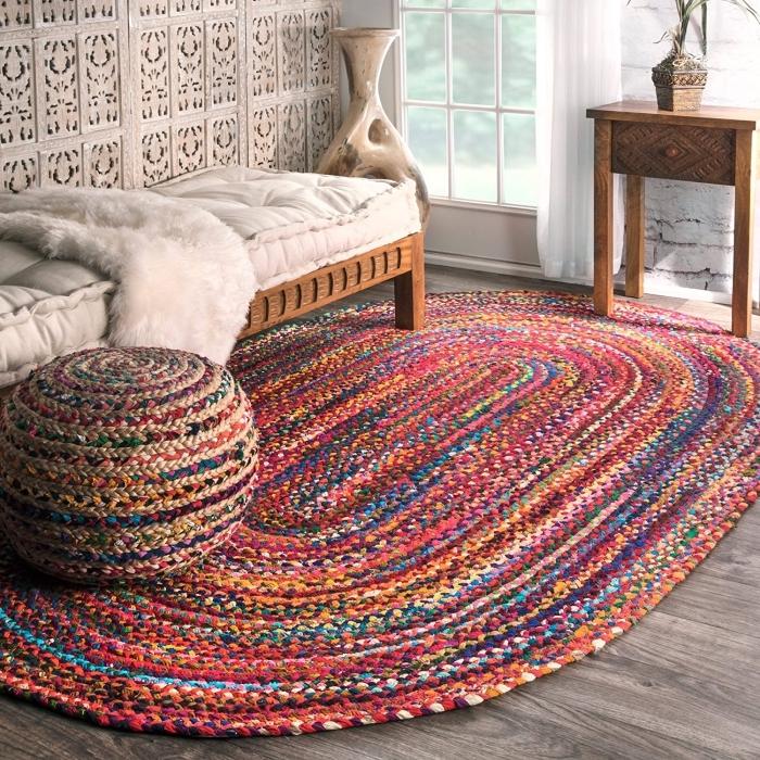 déco de salon ou couloir avec objets ethniques, idée pour faire un tapis multicolore, modèle de tapis tissé diy