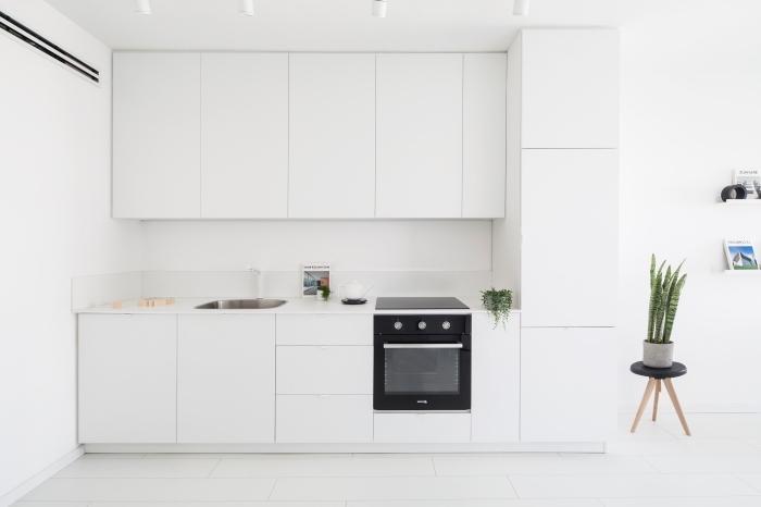 déco de cuisine minimaliste aux lignes épurées, exemple de cuisine aménagée en longueur, modèle cuisine ouverte