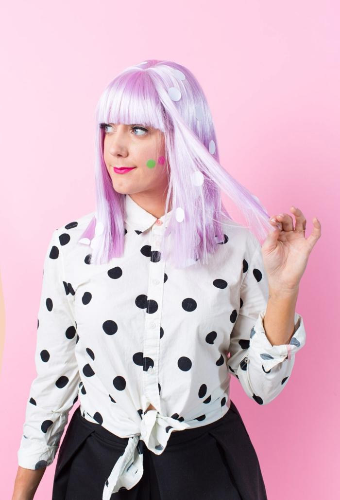 Deguisement fille moderne a cheveux roses, organiser une soirée déguisée, idée déguisement pour couple ridicul