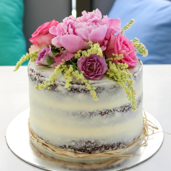 Le plus beau gâteau du monde, gateau anniversaire adulte original, fleurs pour decoration de gateau semi naked
