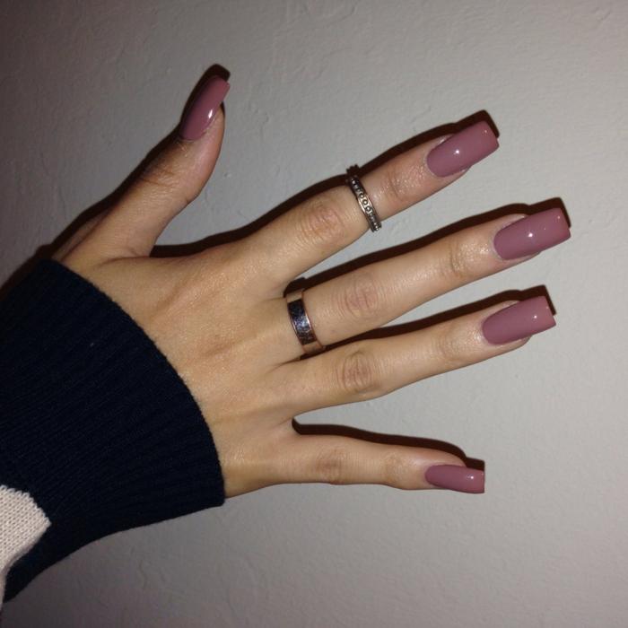 longs ongles mauves, bague phalange en argent, quelle forme donner à ses ongles