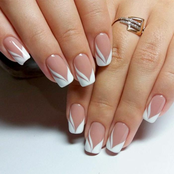 manucure de mariée, ongles carrés, bague métaux combinés, ongles style américain