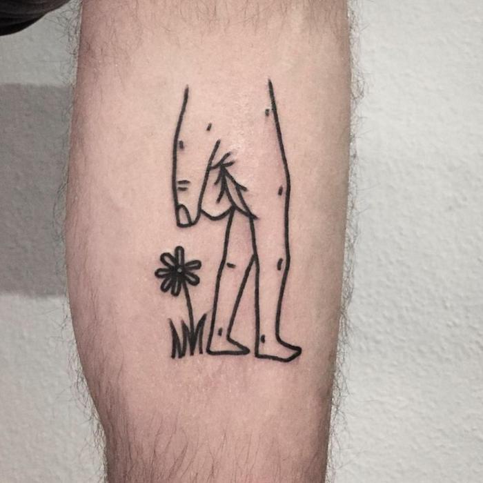 Tatouage avant bras, tatouages originaux, chouette idée de tatouage original, en double look il s'agit pas d'un homme qui se promene, mais d'une main avec pieds