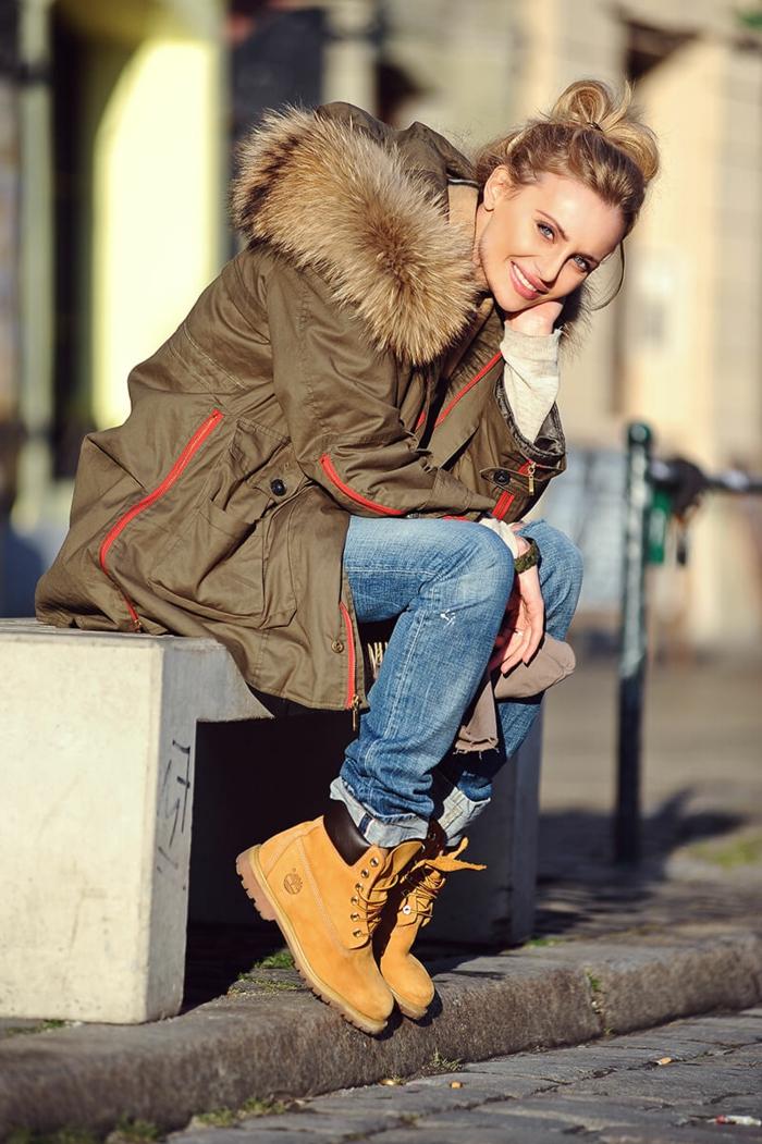 Jupe longue boheme chic top tendance tenue boheme chic idée de tenue avec parka et bottines, femme jolie tenue décontracté chic pour l'hiver