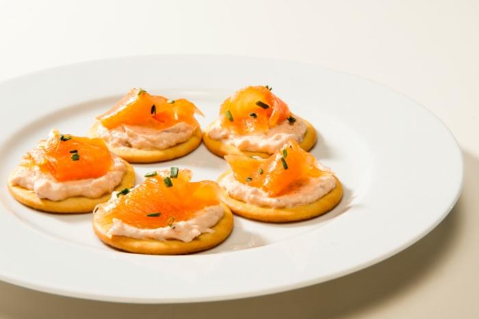 rondins salés, apéritif crème fraîche et saumon fumé, amuse-bouches goûteuses assaisonnées