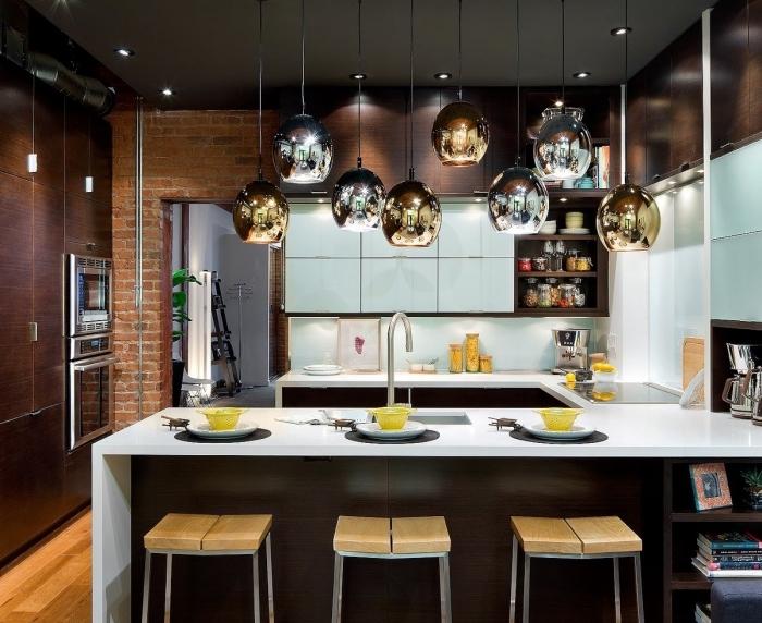 intérieur cuisine blanc et noir, idée comment aménager une cuisine en U, exemple de cuisine avec îlot moderne