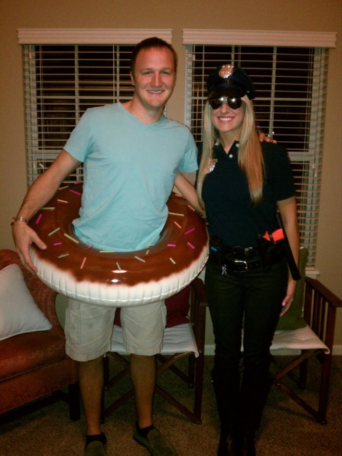 Deguisement groupe, soirée déguisée, cool idée comment s amuser entre nous, policier et son doughnut