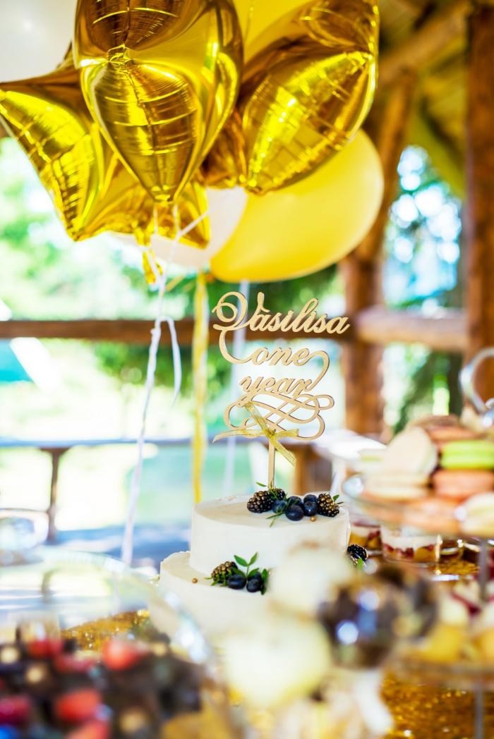 Quels sont les plus beaux gateaux, faire son choix parmi les meilleures gateaux, décoration anniversaire doré gâteau fille 1 an