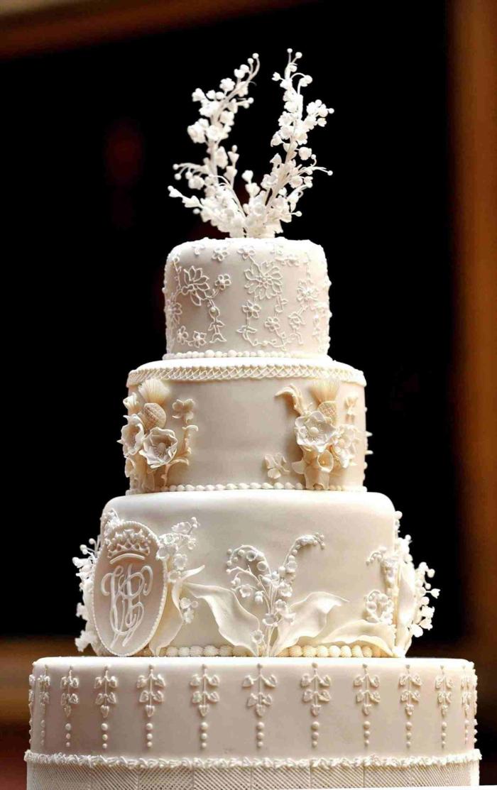 Gateau de mariage chef d oeuvre, déco dentelle au chocolat blanc, idée gateau anniversaire simple et beau image