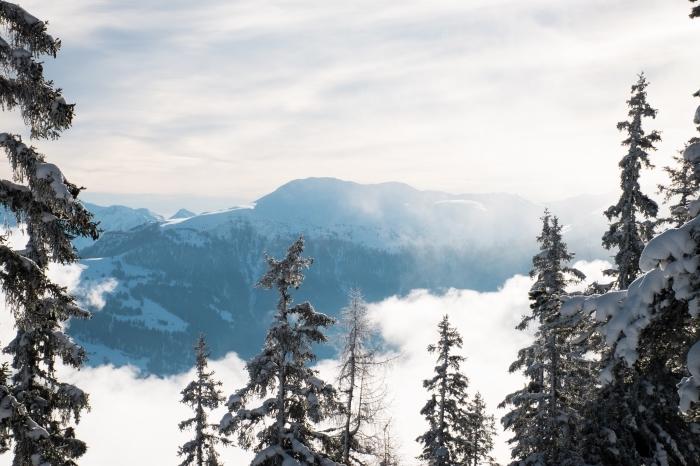 fond d écran gratuit pour ordinateur fantastique, paysage hivernal avec nuages et sommets enneigés pour pc