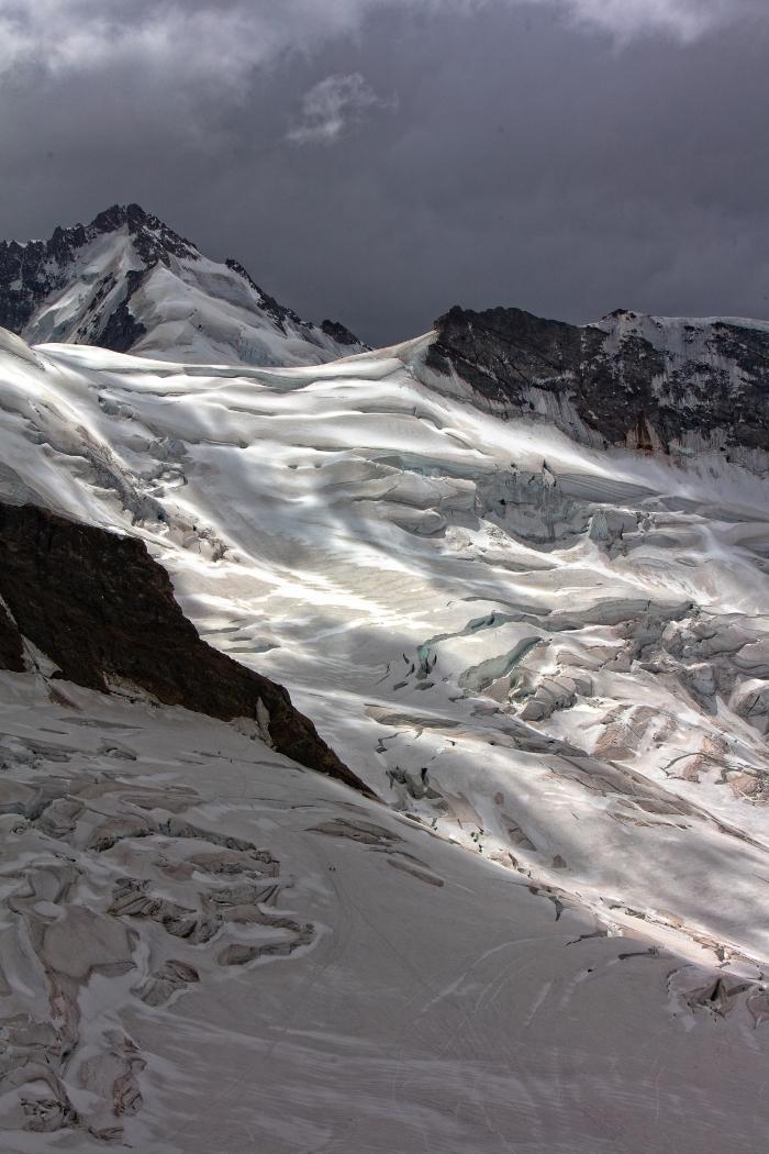 paysage hivernal dans les montagnes comme fond d'écran iPhone, wallpaper verrouillage portable avec paysage hiver